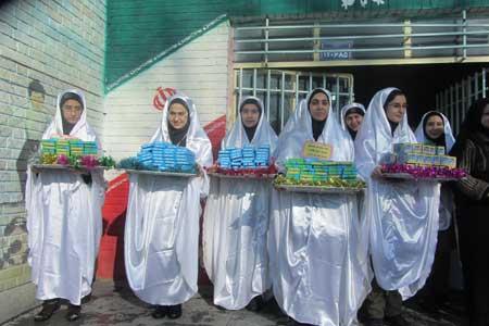 کاروان شادی هفته وحدت میلاد نبی اکرم دبیرستان نمونه حضرت آمنه همدان